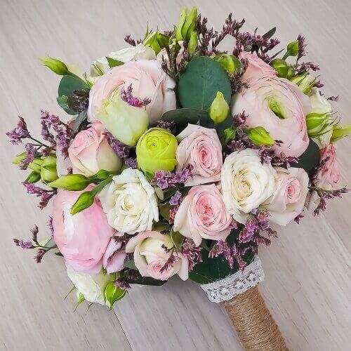 Букет доставкой, букет свадебный из ранункулюсов кустовой розы